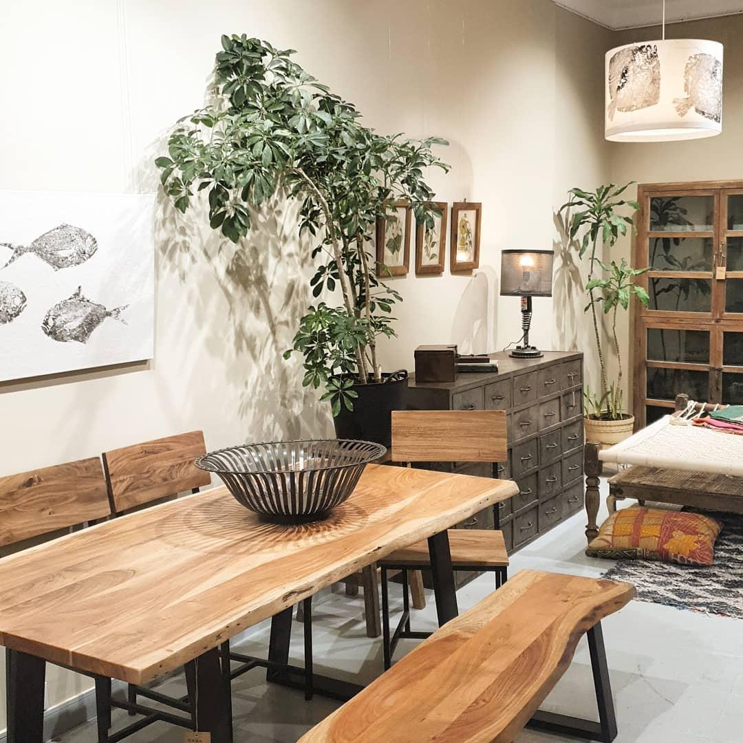 Mesa madera maciza acacia acabado satinado patas hierro - Casa Azul